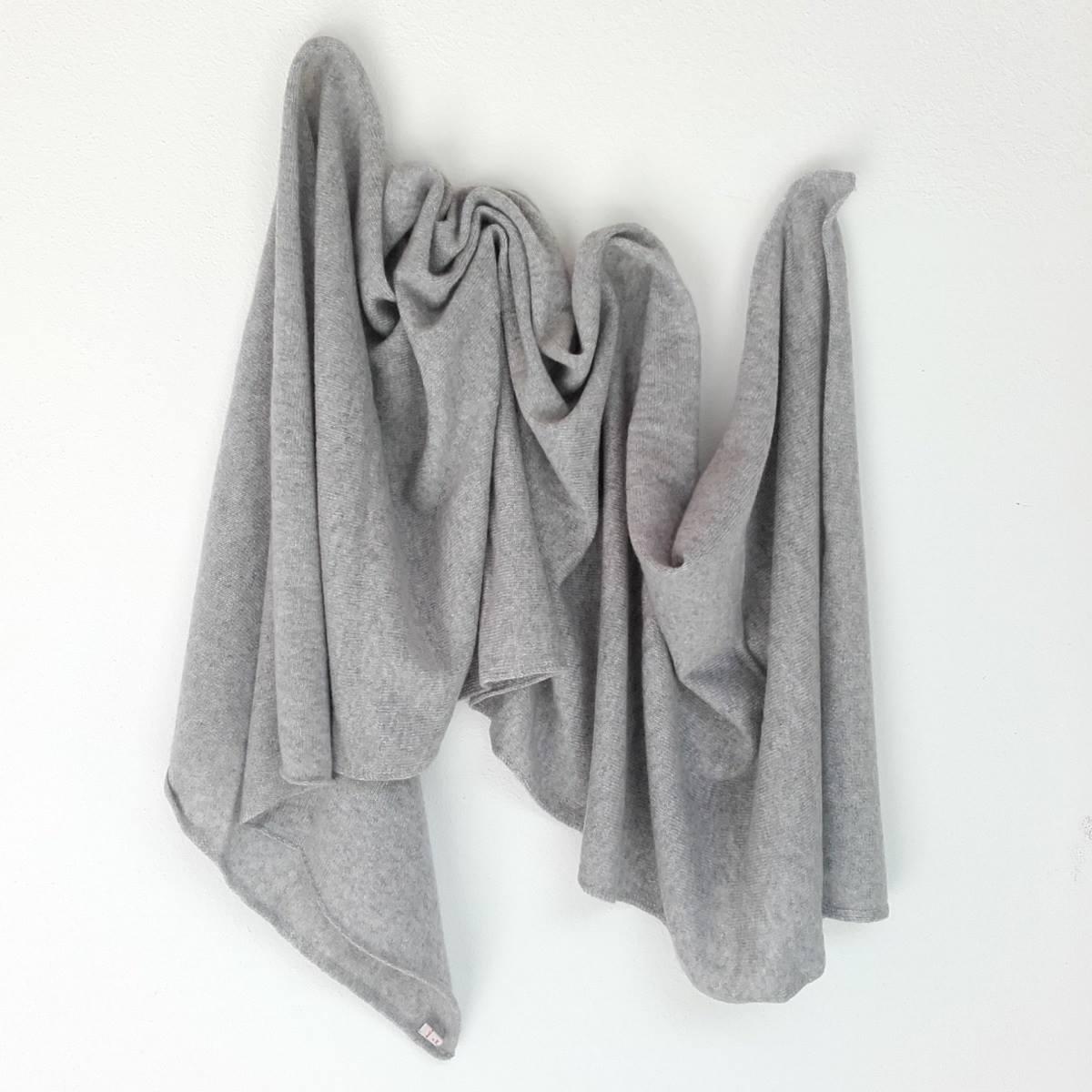 Cosa regalare a Natale? Una morbida sciarpa di cashmere!